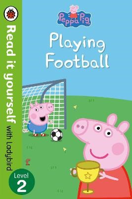 Peppa Pig: Playing Football - Read It Yourself with Ladybird Level 2 - pr_60264
